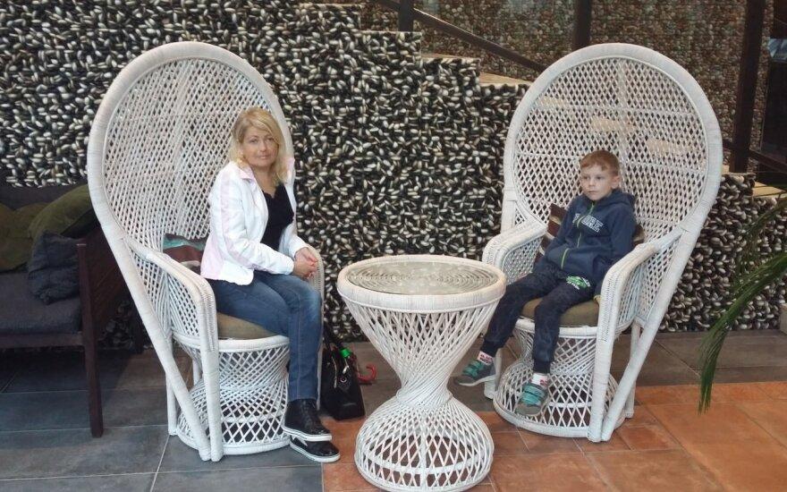 Laima Kuckailienė su sūnumi