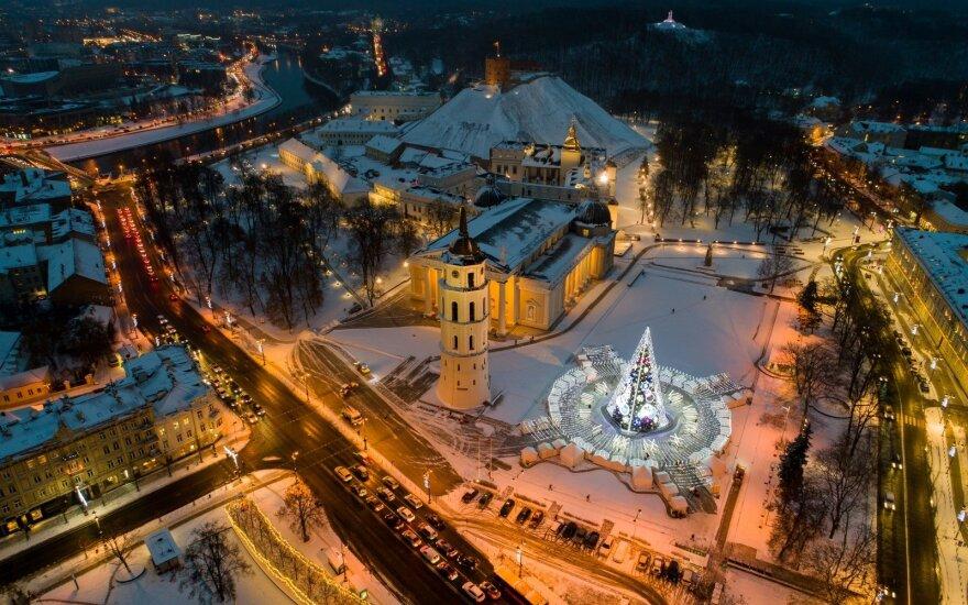 """Pagrindinė šalies Kalėdų eglė """"Laikas"""" Vilniuje"""