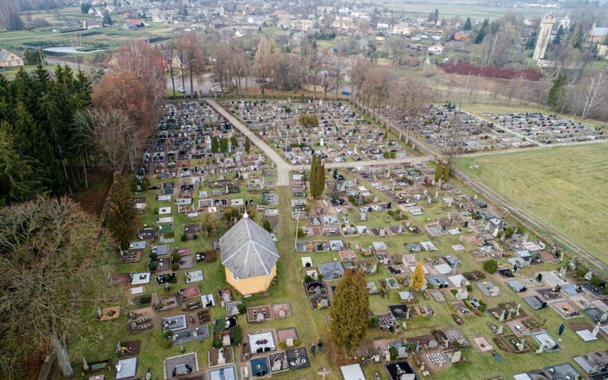 Siūloma sudaryti galimybes žmonių palaikus laidoti šeimos kapavietėje
