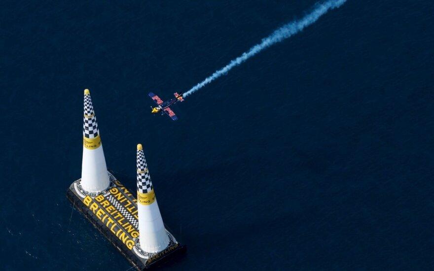 """""""Red Bull Air Race"""" piloto Peterio Besenyei  lėktuvas"""