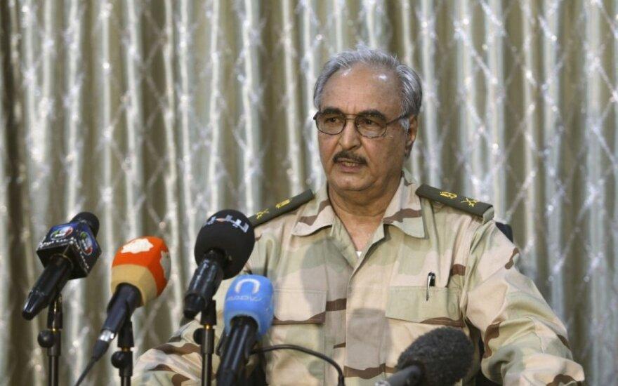 Libijoje per generolo atskalūno susirėmimus žuvo dešimtys žmonių