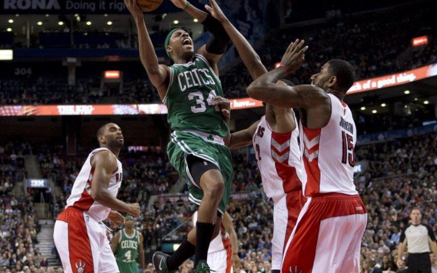 """Paulas Pierce'as (""""Celtics"""") atakuoja"""