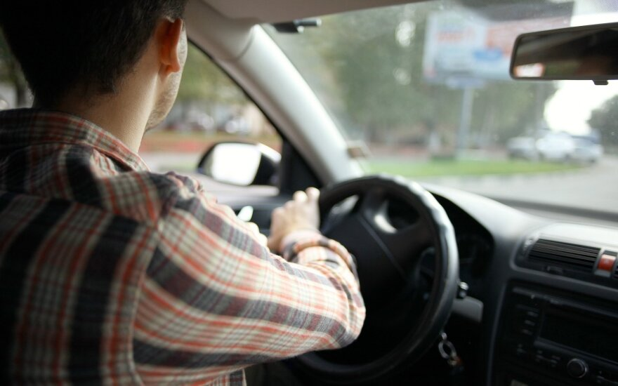 Po kelionių taksi – kviečia policiją: kelionės netikėtai tampa dvigubai brangesnėmis