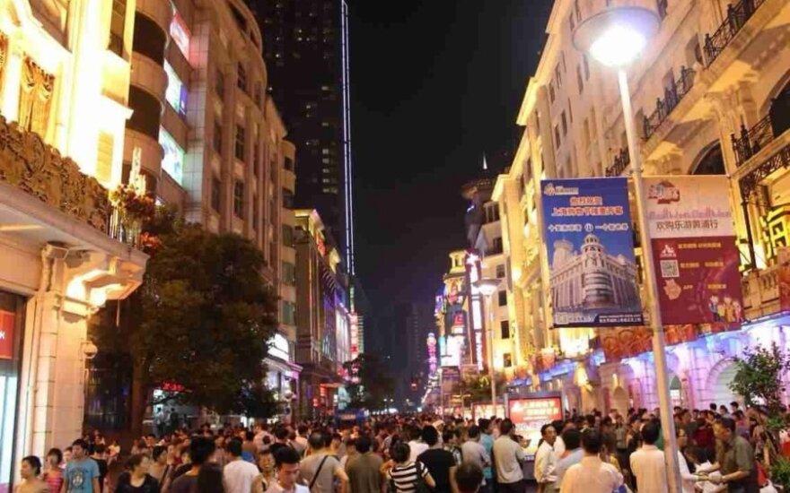 Kaip aš pasiekiau Šanchajų. Tarp besispjaudančių kinų (II)