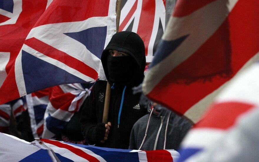 Lenkija ragina Britaniją kovoti su ksenofobija po lenko nužudymo