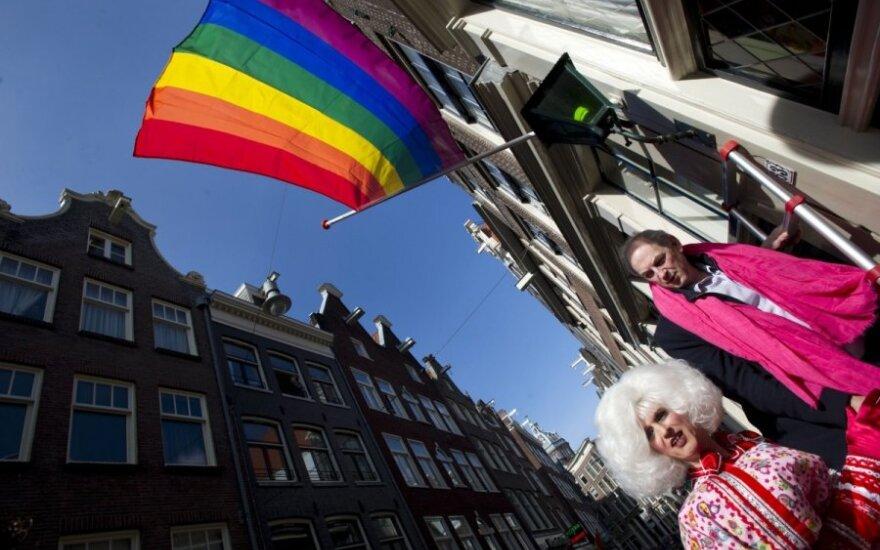 Gėjų teisių gynėjai protestu pasitinka V.Putiną Amsterdame