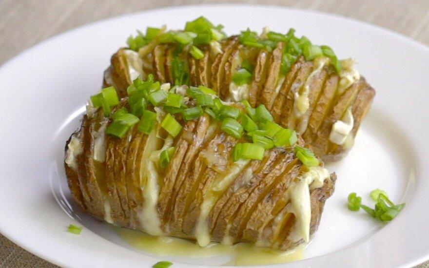 Pirštelius aplaižysite: keptos bulvės su Camembert sūriu