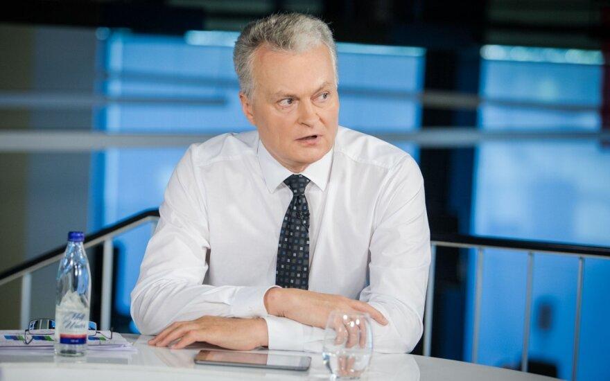 """Nausėdos tylėjimo pasekmės: dėl """"hibridinės"""" rinkimų kampanijos Stasys Jakeliūnas kreipiasi į SEB banką"""