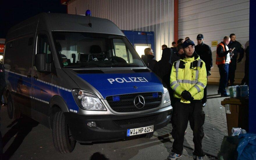 Prancūzijoje sulaikytas Lietuvoje registruotas sunkvežimis, vežęs 11 migrantų