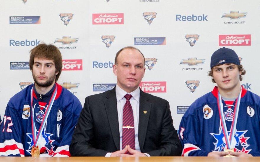 Vadimas Chvolesas, Dmitrijus Medvedevas ir Robertas Mikesas