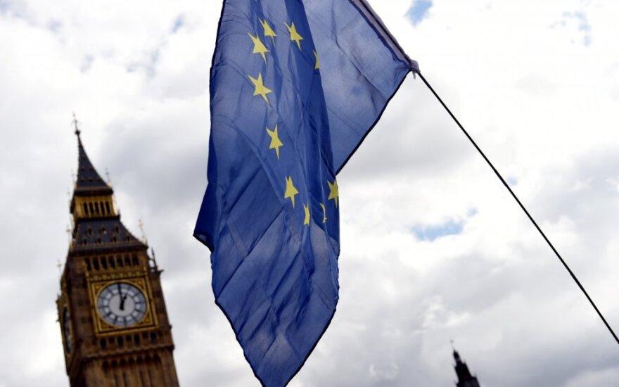 """Didžioji Britanija ir ES nesutaria, kas turėtų žengti kitą žingsnį """"Brexit"""" derybose"""