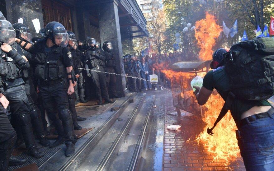 Kijeve kilo susirėmimai tarp protestuotojų ir policijos