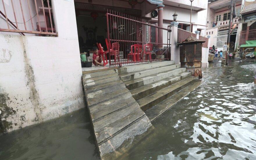 Indonezija ruošiasi naujoms liūtims, potvyniams pareikalavus 66 gyvybių