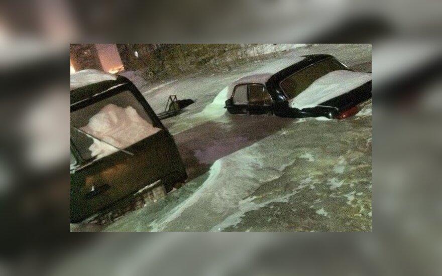 Sibire įšalę automobiliai