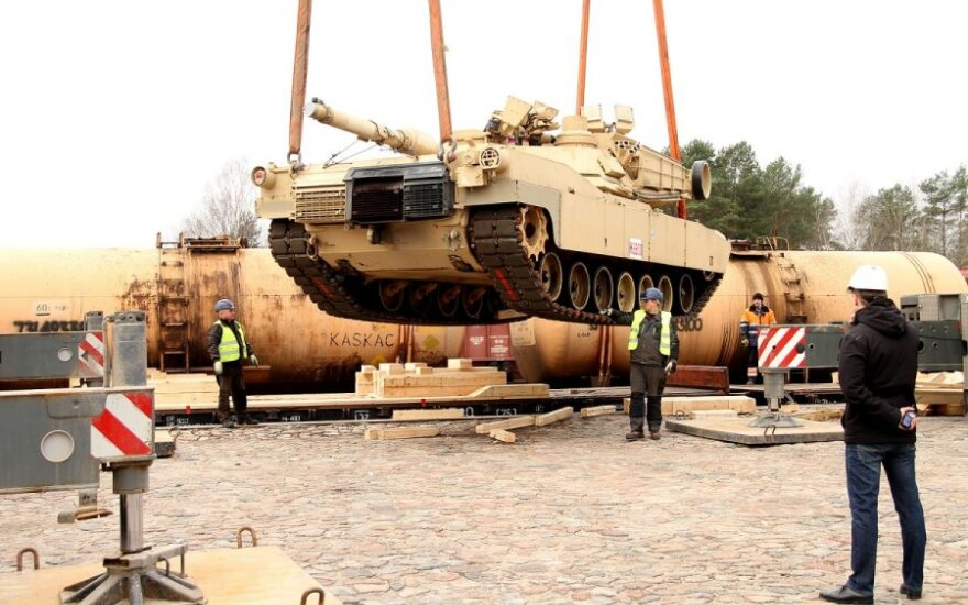 US heavy military equipment delivered to Lithuania