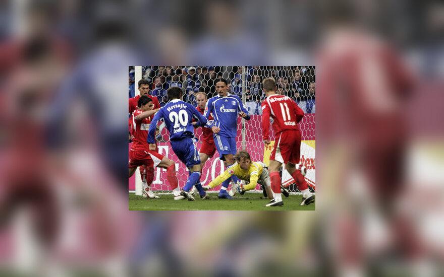 """Kovoja """"Schalke"""" ir """"Stuttgart"""" futbolininkai"""