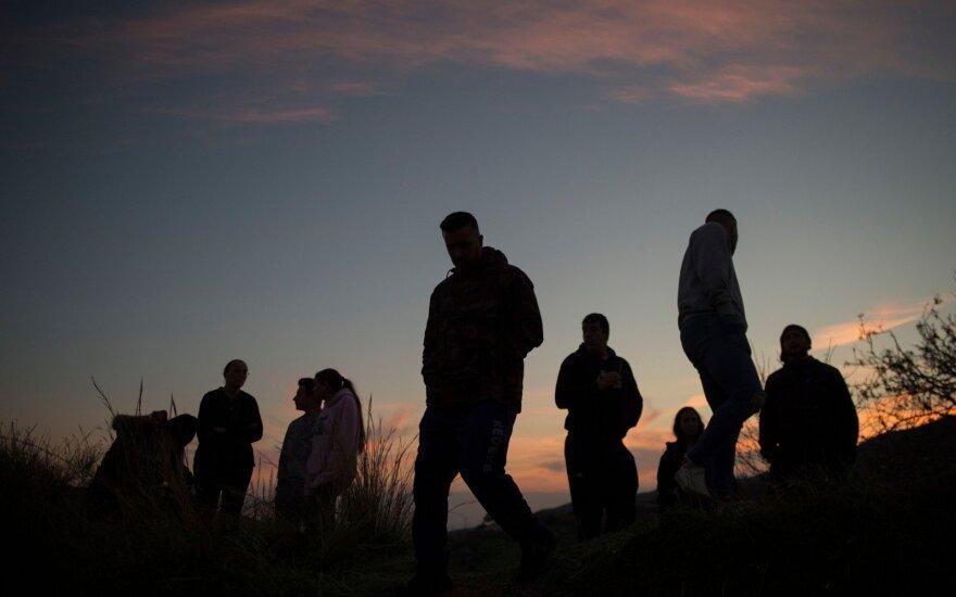 Siaubo valandos tėvams: Ispanijoje gelbėjamas į siaurą šulinį įktritęs dvimetis