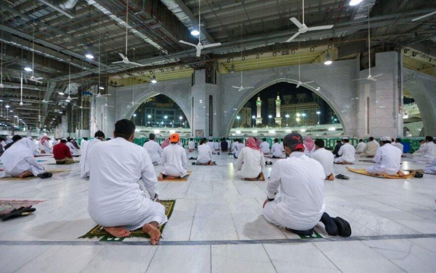 Pamaldos Didžiojoje mečetėje Mekoje
