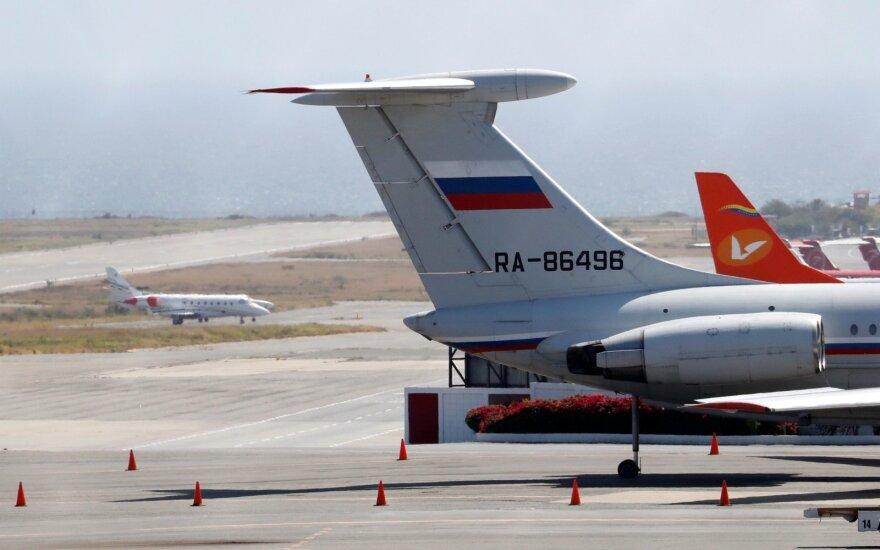 Rusijos žiniasklaida patvirtino: rusų kariai atskraidinti į Venesuelą