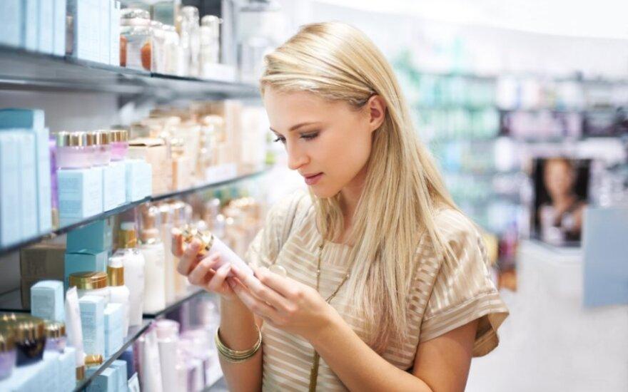 Į kosmetikos produktų sudėtį pažvelgia tik 3 iš 10-ies lietuvių