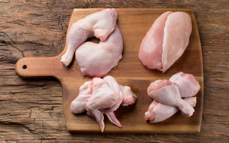 JAV dėl pakuotėse rastos gumos iš prekybos išimta 16 tonų vištienos kepsnelių