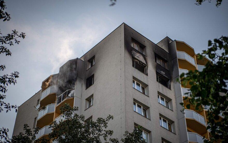 Čekijoje per gaisrą daugiabutyje žuvo 11 žmonių, įtariamas padegimas