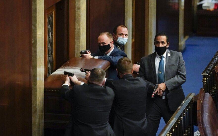 JAV krašto saugumo sekretorius: Trumpas turi pasmerkti smurtą Kapitolijuje