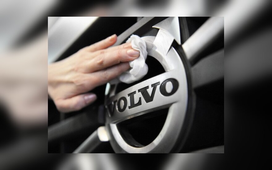 """""""Volvo"""" nuo šių metų diegs pėsčiųjų saugos sistemas"""