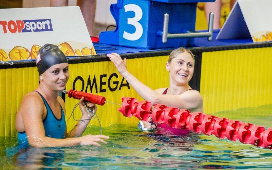 Laura Asadauskaitė-Zadneprovskienė (dešinėje)