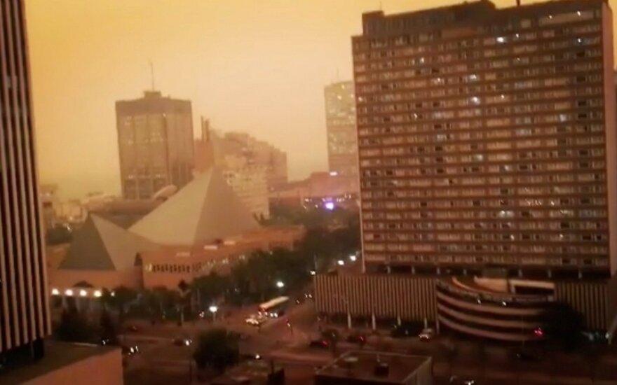 Vakarų Kanadoje dėl gaisrų paskelbta nepaprastoji padėtis