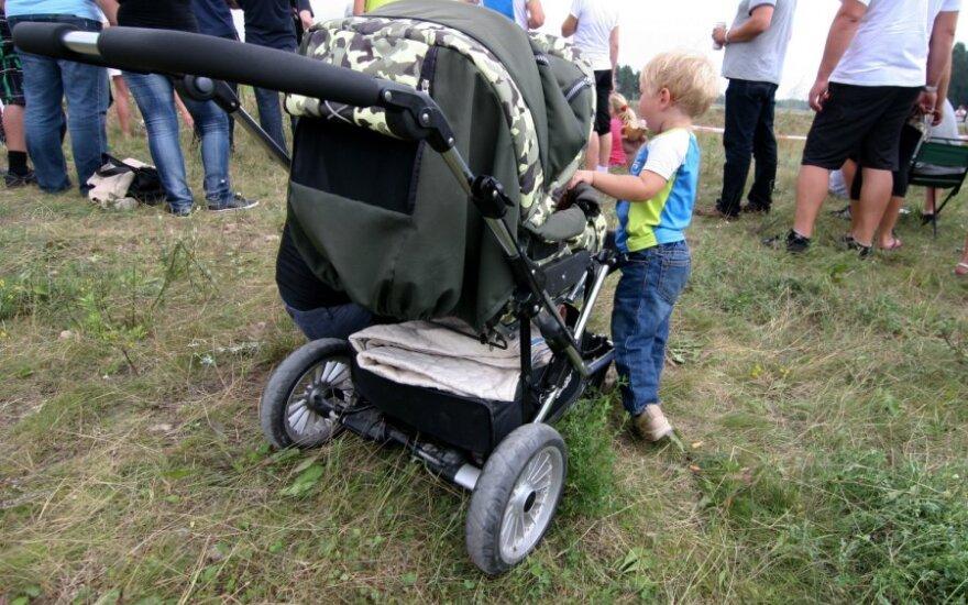 Dvi moterys su septyniais vaikais mėnesį gyveno Klaipėdos krūmynuose