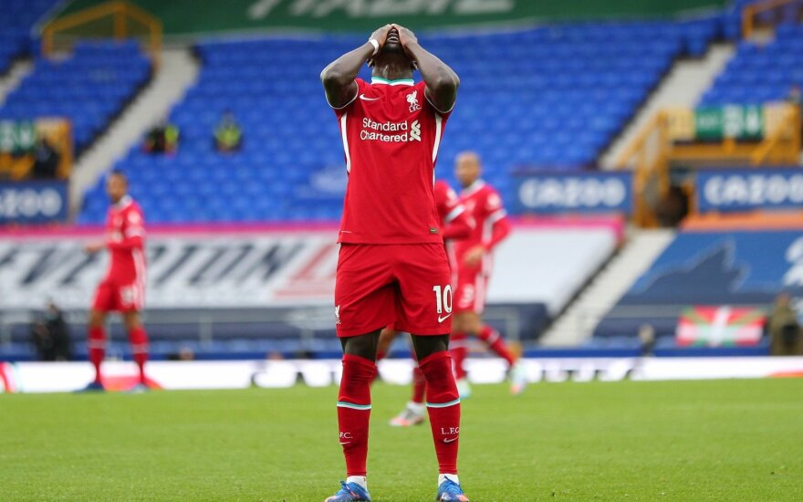 """Liverpulio derbyje – raudona kortelė ir pergalę iš """"Liverpool"""" atėmęs VAR sprendimas"""