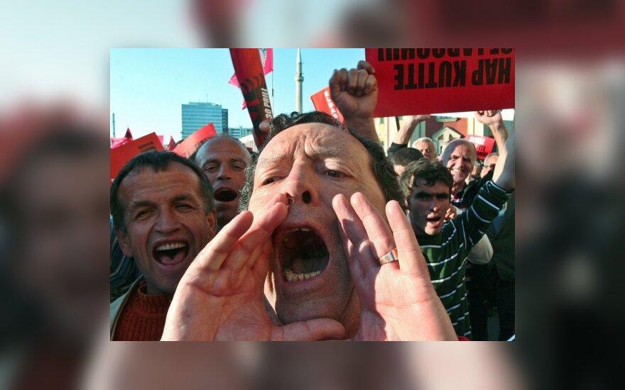 Albanijoje tūkstančiai protestavo prieš vyriausybę