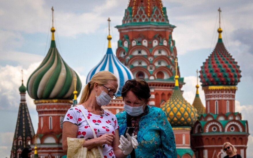 Augant COVID-19 atvejų skaičiui, Maskva imasi priemonių prieš kaukių priešininkus