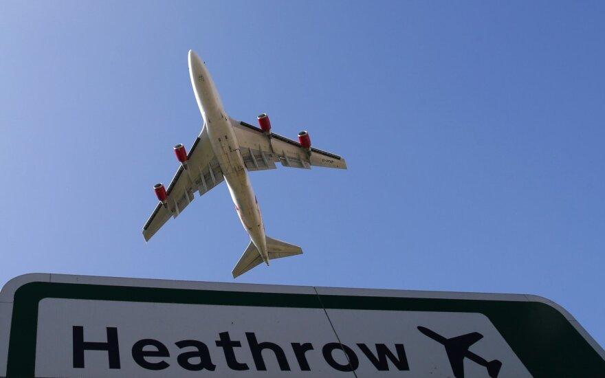Šalia Londono Hitrou oro uosto įsiplieskė didžiulis gaisras