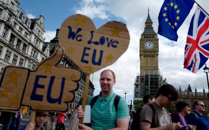 Apklausa: britai naujame referendume balsuotų už pasilikimą ES