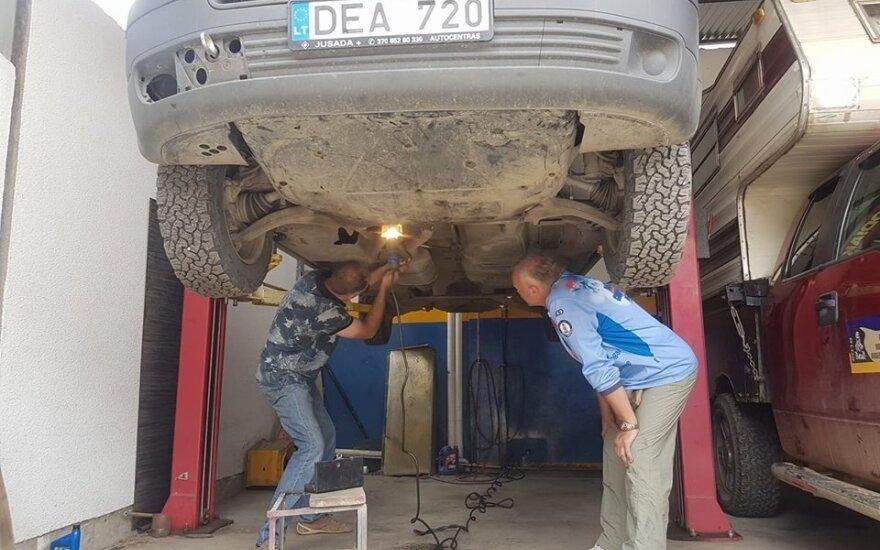 """Bardausko komandos """"VW Transporter"""" antrą kartą sugedo"""