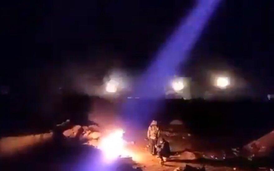 Sirijoje – rimčiausias tiesioginis kaimynų susirėmimas, Turkija atakavo 40 taikinių