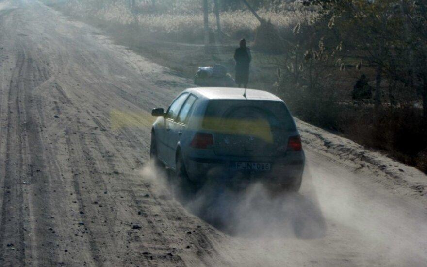 Uzbekistane važinėjantis automobilis lietuviškais numeriais
