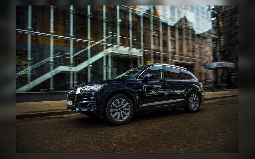 """Audi Q7 e-tron quattro"""