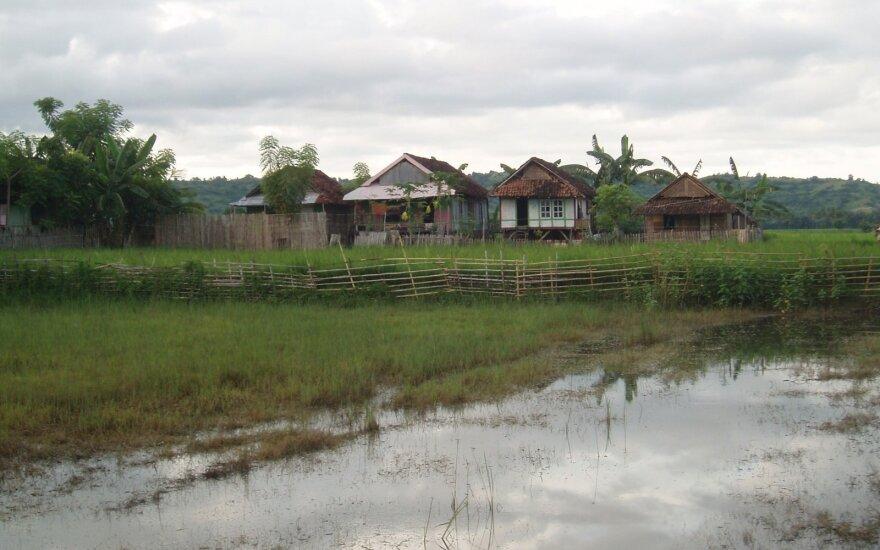Indonezijoje per potvynius ir žemės nuošliaužas žuvo 24 ir dingo dar 26 žmonės