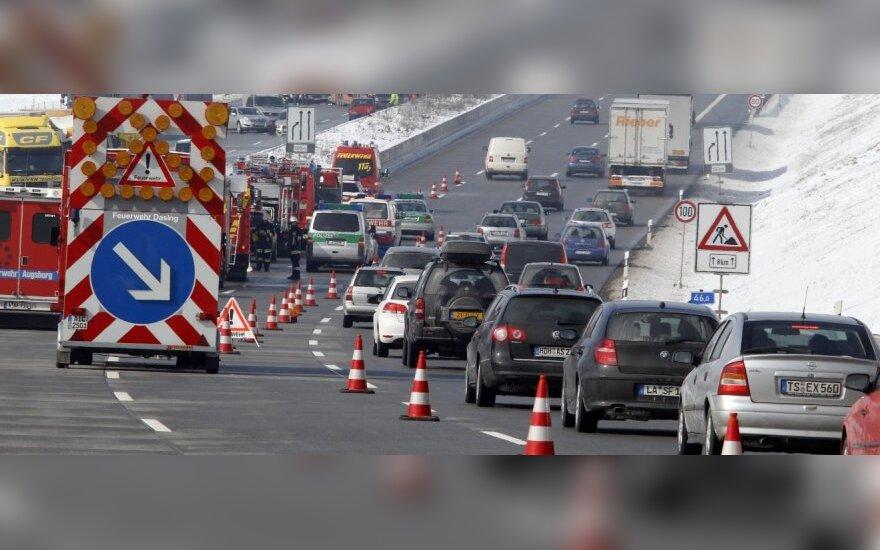 Vokietijos greitkelyje susidūrė apie 170 automobilių