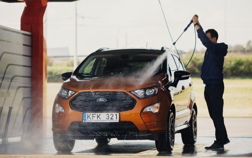 Kaip plauti automobilį, kad šis ilgiau išliktų švarus?