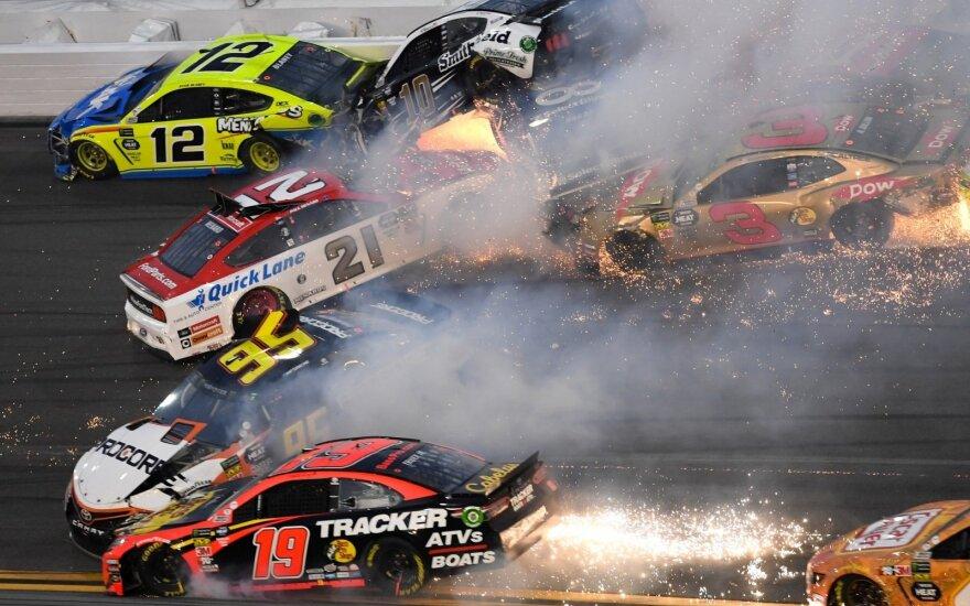 """Masinė avarija """"Daytona 500"""" lenktynėse"""