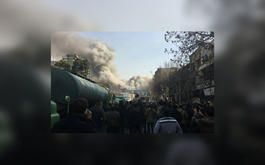 Teheranas: JAV mėgina sugriauti Irano ir Venesuelos prekybos ryšius