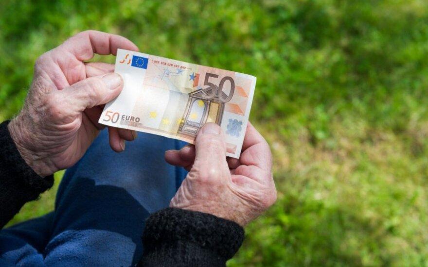 5 patarimai, kaip euro įvedimui paruošti pagyvenusius tėvus