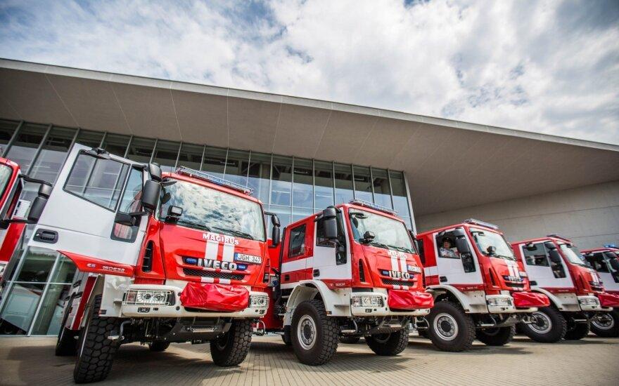Nutraukus automobilinių kopėčių sutartį, ugniagesiams bus perkamos uniformos