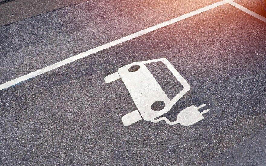 Kauno savivaldybė žada finansuoti elektromobilių aikštelių įrengimą daugiabučių kiemuose: yra viena sąlyga