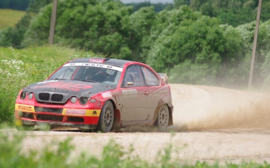 """M. Samsono ir M. Varžos ekipažas su """"BMW M3X"""""""