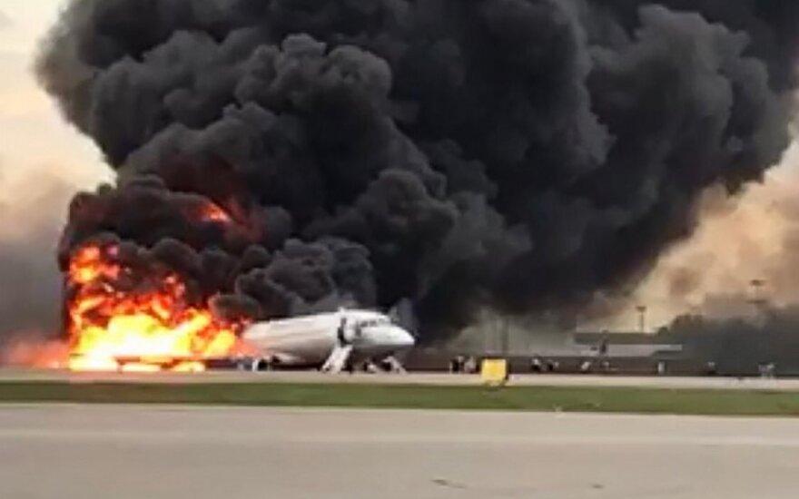 Po 41 gyvybę nusinešusios tragedijos Maskvos Šermetjevo oro uoste – pirmosios tyrėjų išvados